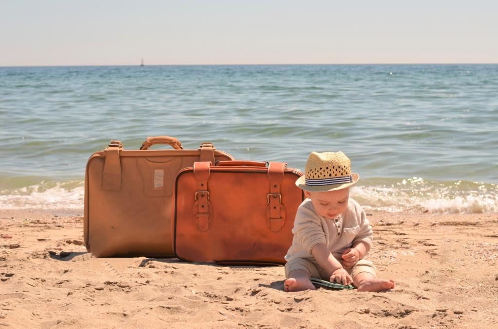 bebekli tatil valizi